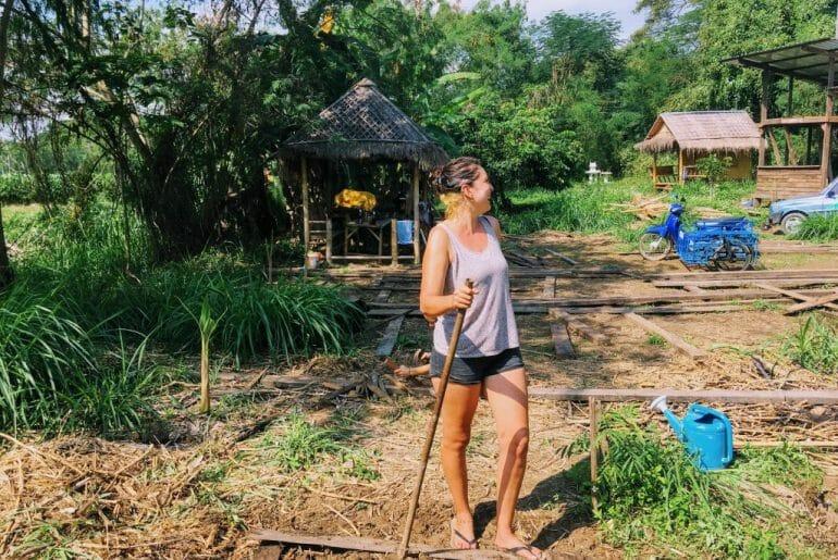 yurtdışında gönüllü çalışıyor